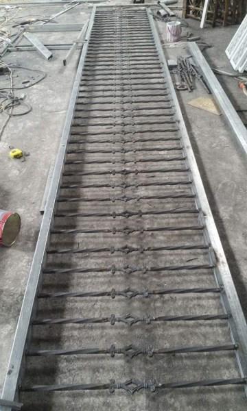 Ban công sắt