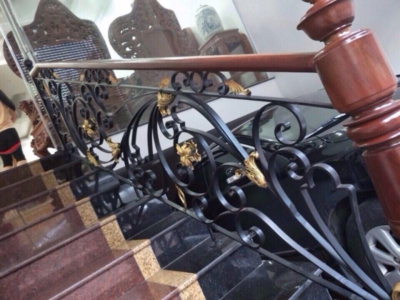 Cầu thang sắt mỹ thuật